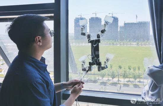 现实机器人:壁虎v现实中的蜘蛛侠家具设计纪录片图片
