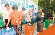 西安模拟垃圾分类投放游戏吸引百余名居民参与