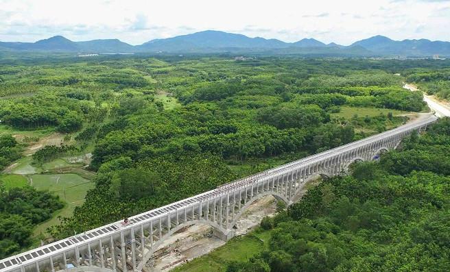 海南红岭灌区总干二标2号渡槽完工