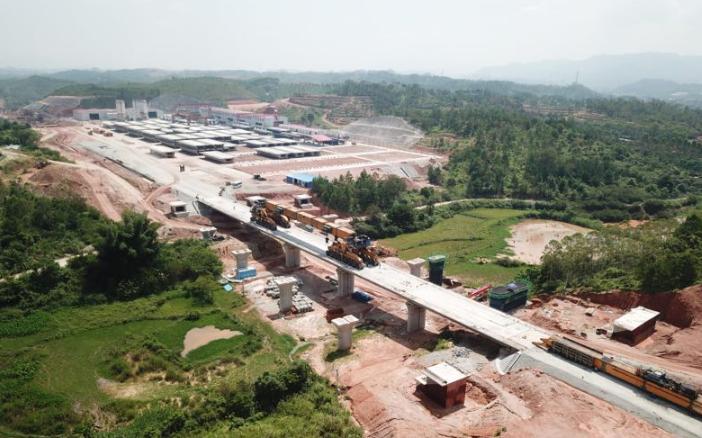 赣深铁路河源段最大站点龙川西站主体工程完成90%