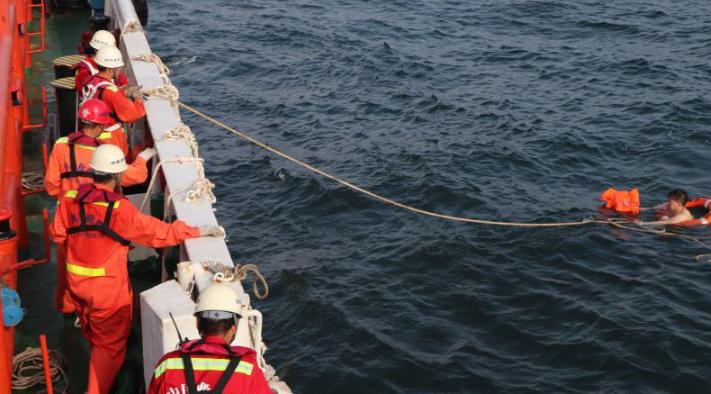 一杂货船船员惠州辖区水域落水 目前已送医救治