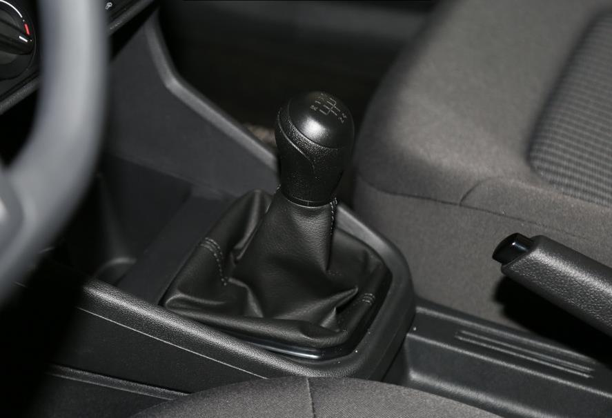 手动挡汽车档位与速度_骐达挂d挡和挂r挡时汽车抖动_6挡双离合和6档手自一体哪个好