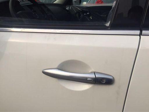 镀铬内门把手,脚踏,电动折叠后视镜,卤素大灯,led尾灯,后雾灯,带车速