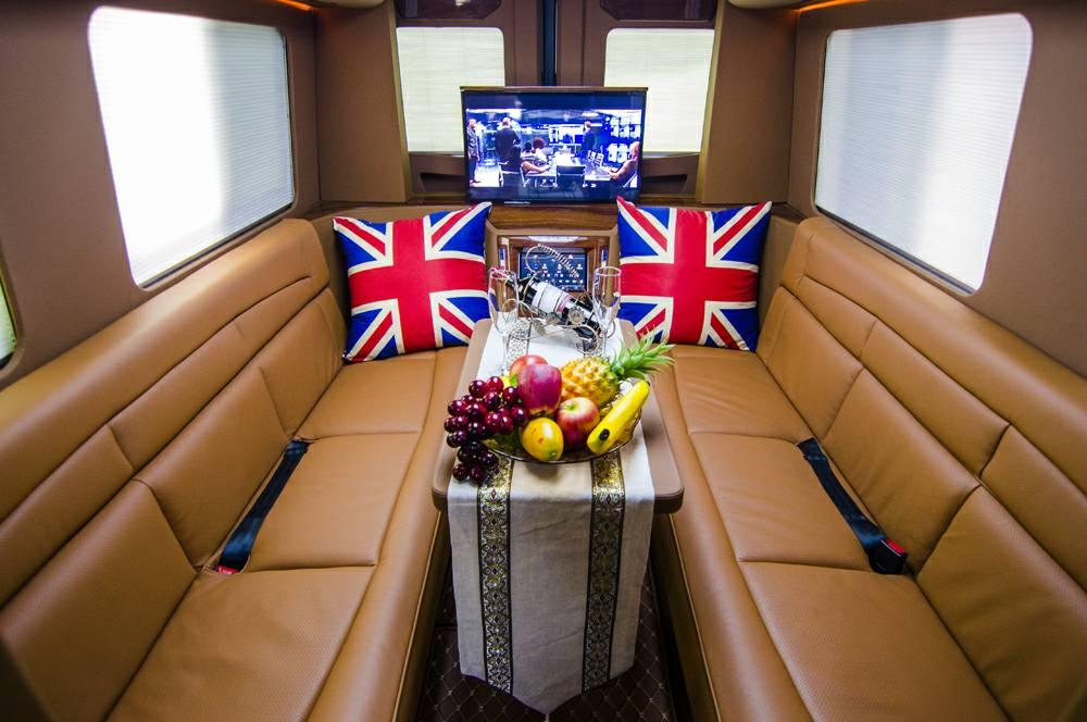 新款奔驰斯宾特324旅居房车价格及图片