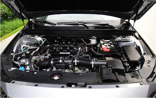 发动机,它的最大功率为143kw,最大扭矩为260nm,传动方面,本田雅阁则图片