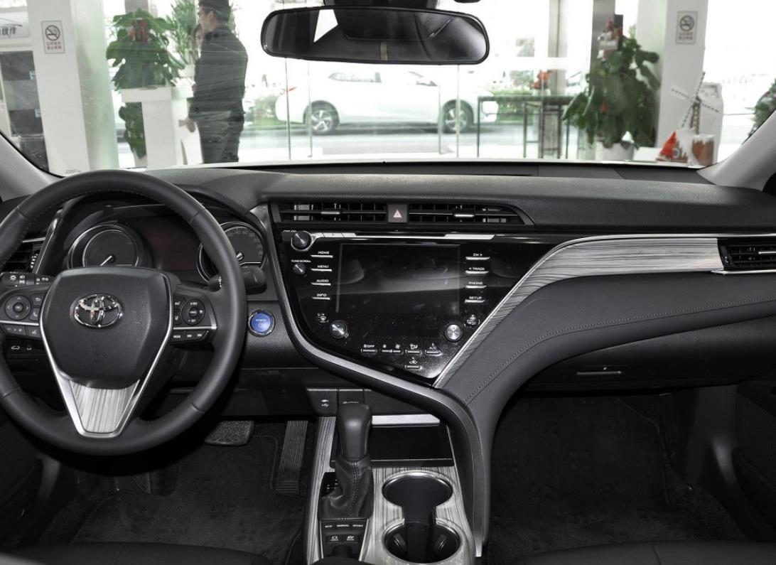 全新第八代丰田凯美瑞2.0价格 元旦让利