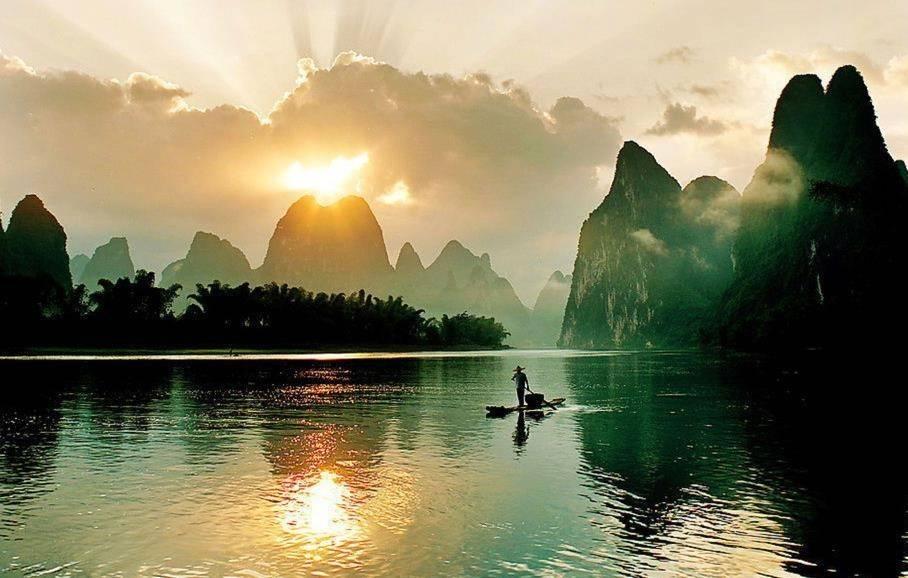 桂林山水风景名胜区,位于广西东北部,是世界著名的风景游览城市.