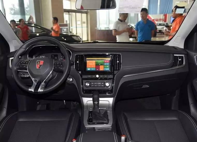 内饰方面,荣威RX5最吸引人目光 缸哥反倒是更加喜欢低配车型上的高清图片