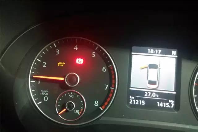 如果发动机警报,机油警报,abs警报,手刹警报,车门未关警报等指示灯亮