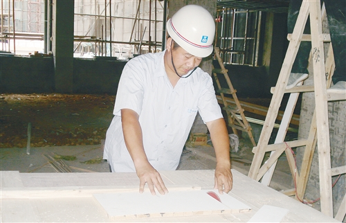 """中建五局装饰公司项目总工程师翟筛红:脚踏实地的""""木工状元"""""""