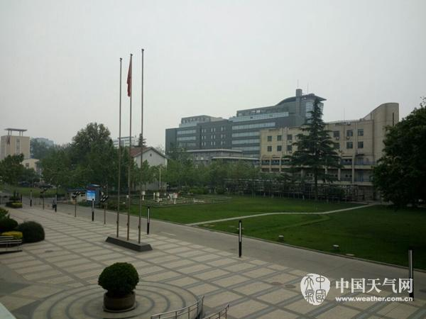 今天下午,北京城区的天空阴沉。