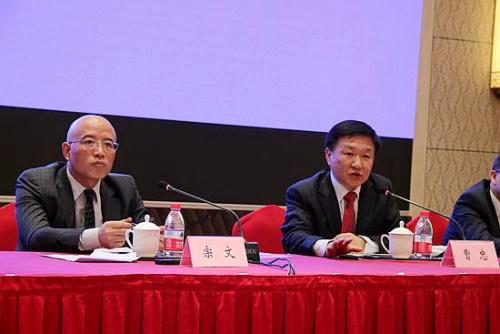 集团主席曹忠(右一),贵安新区开发投资公司董事长兼新区管委会副主任