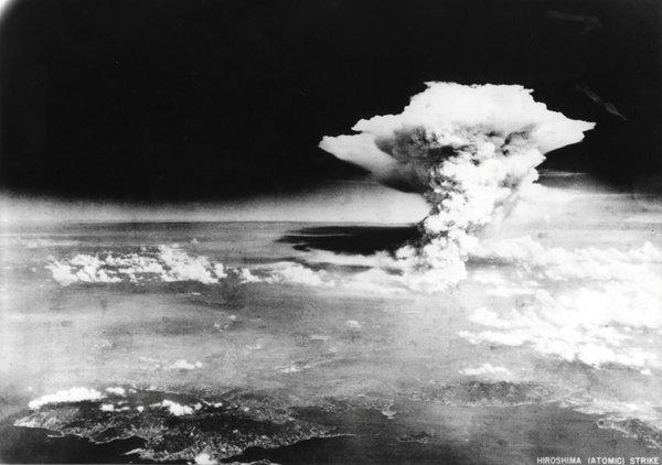 照片并非真的蘑菇云 1945年8月6日广岛原子弹爆炸后