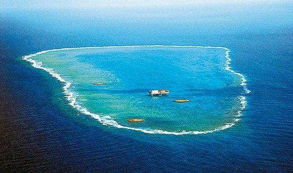 冲之鸟礁.(图片来源:台湾《联合报》)