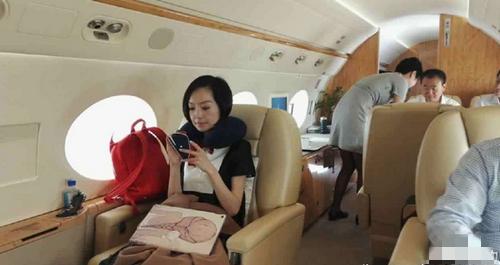 王健林直播私人飞机斗地主