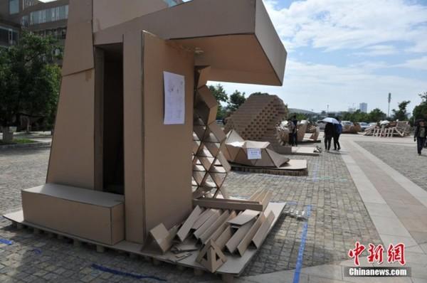 昆明大学生用纸板搭建创意建筑
