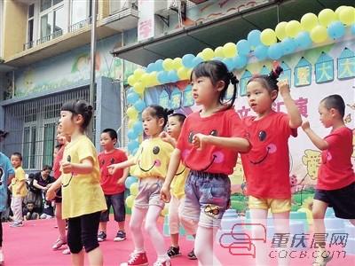 西城丽景孝英爱幼儿园小朋友表演舞蹈.