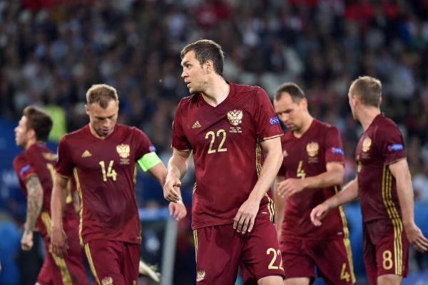独家评论:足球流氓替俄罗斯足球长了脸|2016
