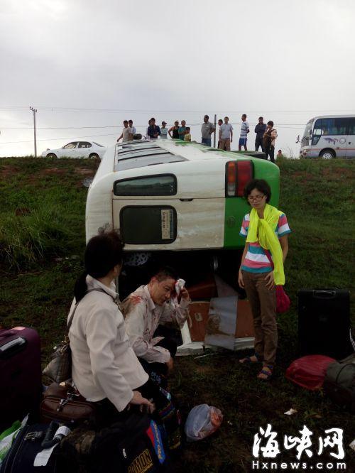 福州游客柬埔寨遇车祸9人伤 旅行社不垫医疗费