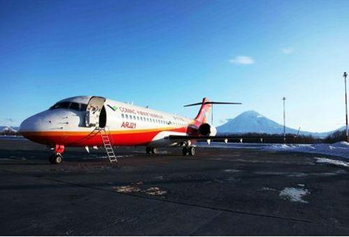 首架arj21飞机投入运营