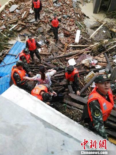 福州五区八县受灾严重。 侯晓玲 摄