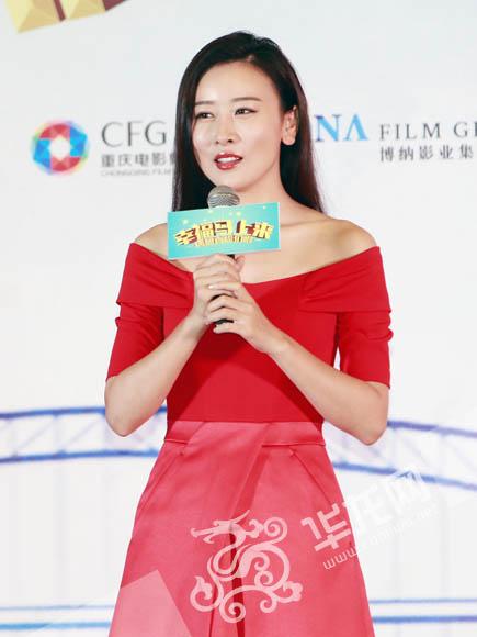 主演毛俊杰是电影中的颜值担当。 首席记者 李文科 摄
