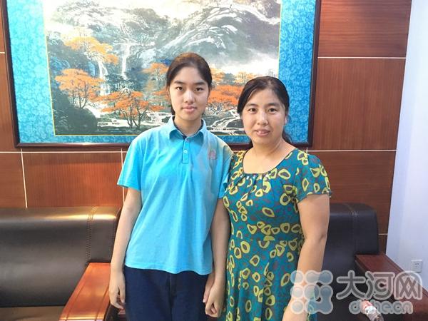 吴艺舒和妈妈在一起