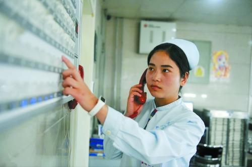 工作中的张鑫娜非常严谨细心医院供图