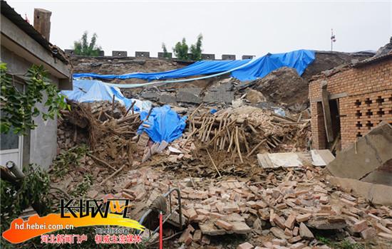 村民房屋被砸。韩毅摄