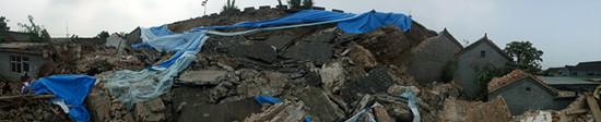 塌陷事故现场全景图。韩毅摄