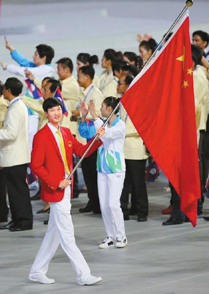 雷声曾在2014年仁川亚运会上担任中国代表团旗手。