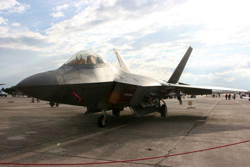 美国在1980年完成第一种隐形飞机f-117夜鹰式攻击机