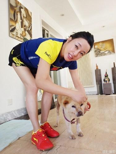 刘晓庆生活素颜照 面部很奇特辣眼睛
