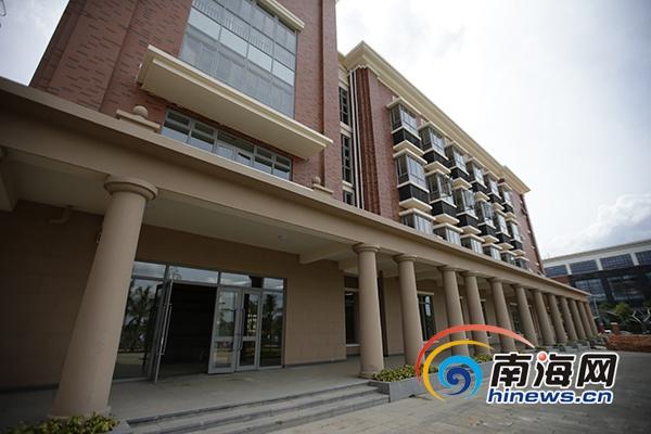 海南侨中观澜湖学校落成开学 迎来首批390名新生