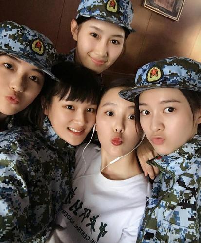 9月10日,今年结束父亲军训中央戏剧学院的张雪迎在微博晒出作为考入作文600高中新生图片