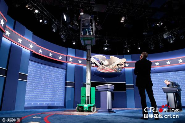 美国大选首场辩论会场准备就绪 学生扮候选人彩排 高清组图