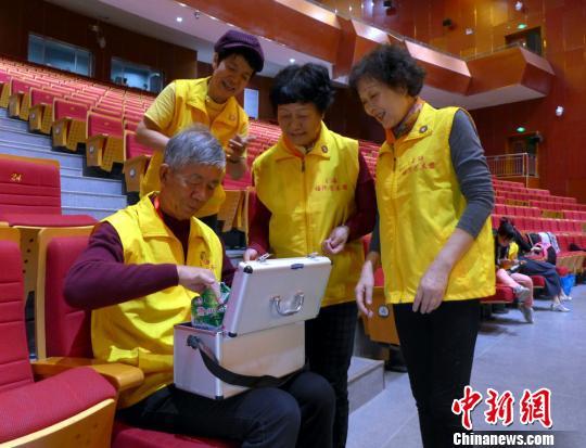 """上海支青""""塔河艺术团""""阿拉尔汇报演出讲述新疆沧桑"""