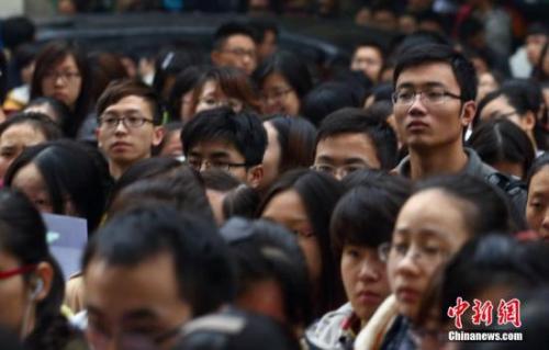 资料图:2013年11月24日,2014年中国国家公务员考试笔试开考。 中新社发 泱波 摄