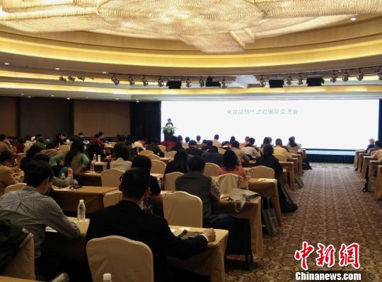 �D��10月31日,化�y品替代��√���H交流��在杭州召�_。