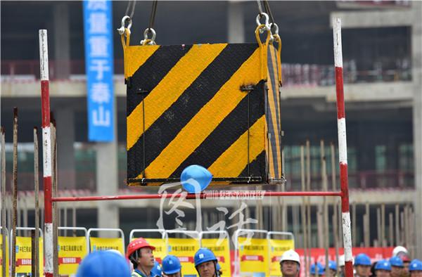 30米塔吊搭1吨水箱