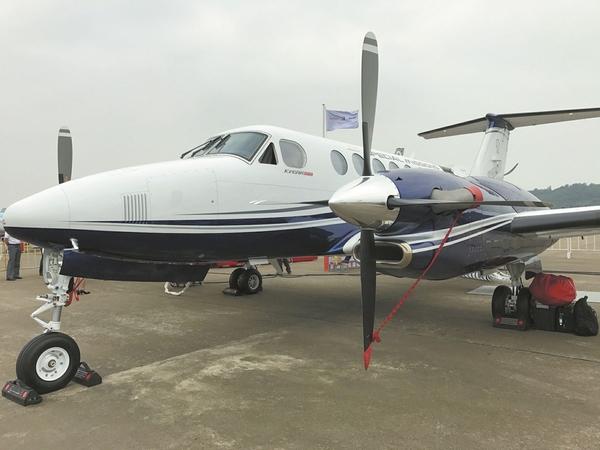 成都引进全国首架应急救援飞机比奇空中国王350er