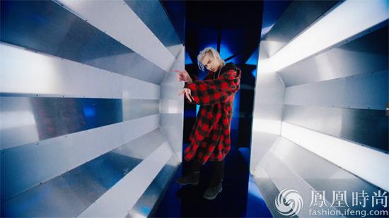 吴亦凡最新单曲《JULY》MV-吴亦凡新歌MV造型多变 上线仅14小时播