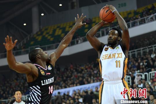 山西队外援富兰克林得到60分13篮板21助攻的超级三双数据。 武俊杰 摄