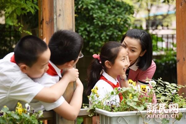上海世外小学学生用下册捕捉人教最灵动瞬间镜头答案版四小课本老师英语学图片