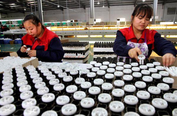 资料图:江西靖安依托稀土资源优势发展照明产业经济。新华社发