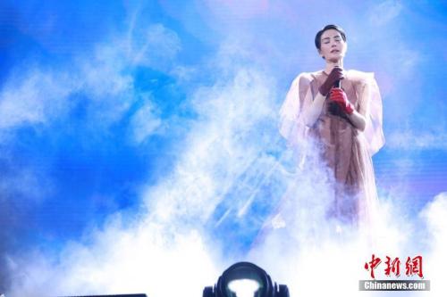 12月30日,王菲《幻乐一场》上海演唱会在上海梅赛德斯奔驰文化中心盛大举行。 图片来源:视觉中国