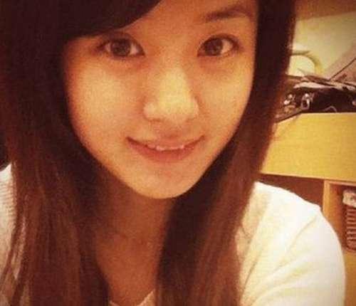 同样是圆脸女神,35岁张娜拉素颜直接完败29岁赵丽颖!