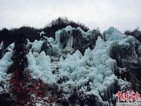 河北省承德市兴隆县安子岭乡天桥峪村冰峰景观.