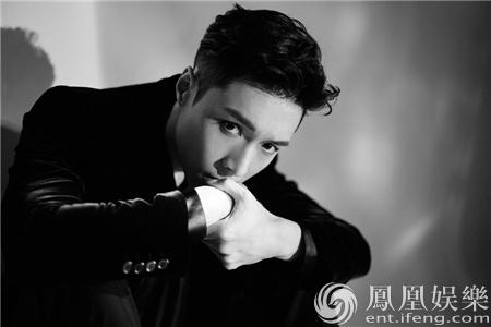 张艺兴百万专列地铁卡 新专发行两月创韩solo歌手一位