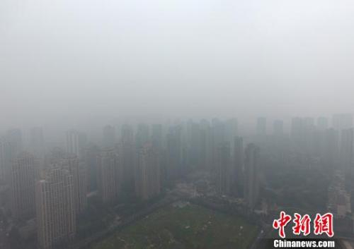 1月5日,重庆主城上空一片灰蒙蒙。